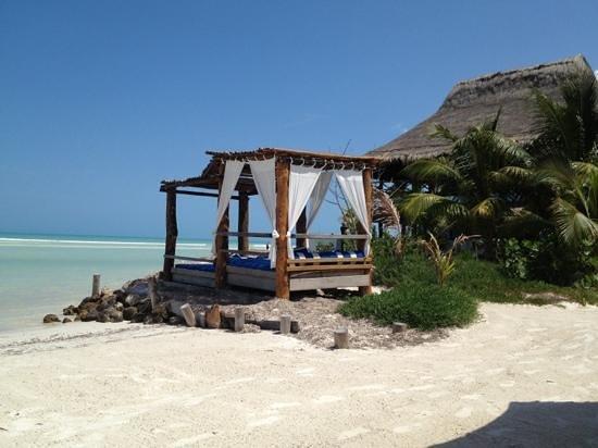 โรงแรมลาส นูเบส เด โฮลบ็อกซ์: playa las nubes