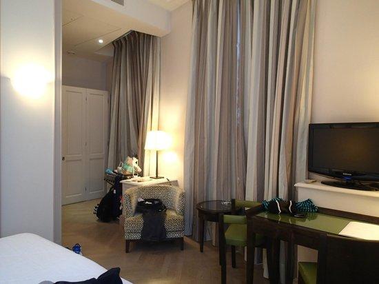 Hotel de l'Arcade : Spacious Room
