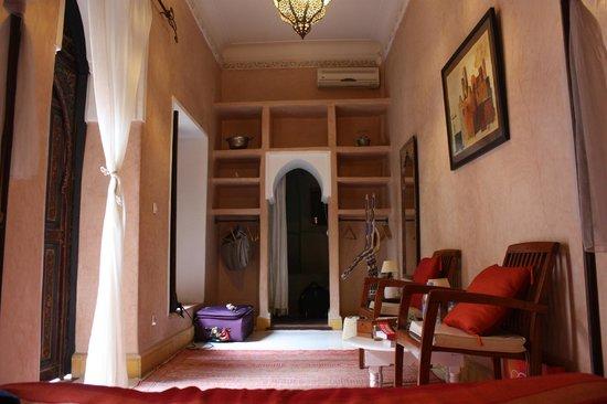 Riad Chraibi : Vue de notre chambre, tout en longueur et très agréable