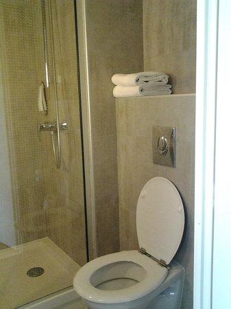 Ibis Sete Balaruc Les Bains : la salle de bains