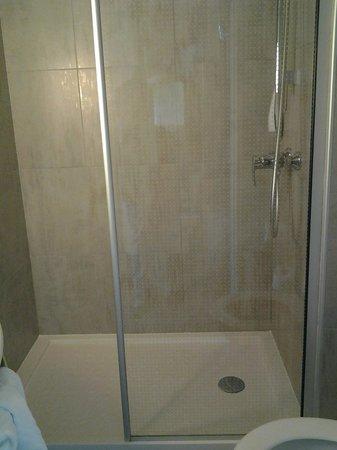 Ibis Sete Balaruc Les Bains : la douche