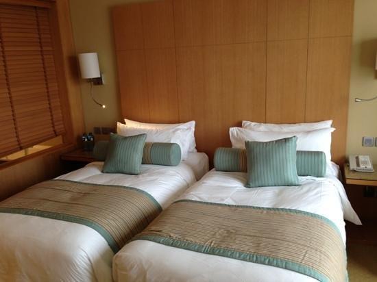 Sankara Nairobi: twin bed room