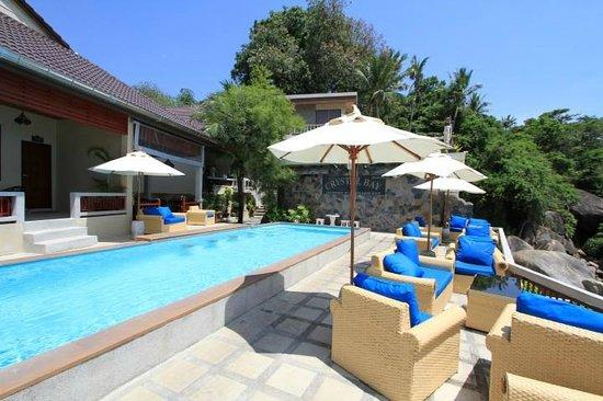 Crystal Bay Beach Resort: Pool area