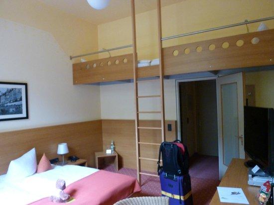 Hotel Franziskushoehe: Lovely large, light room