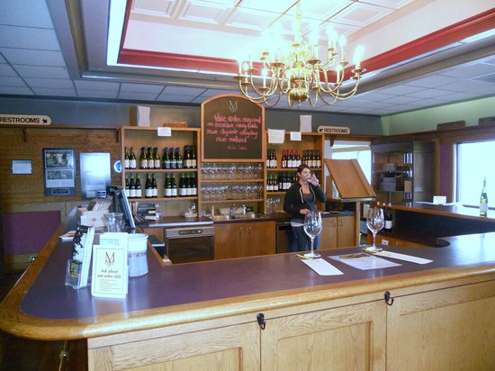 Montinore Vineyards: Tasting bar