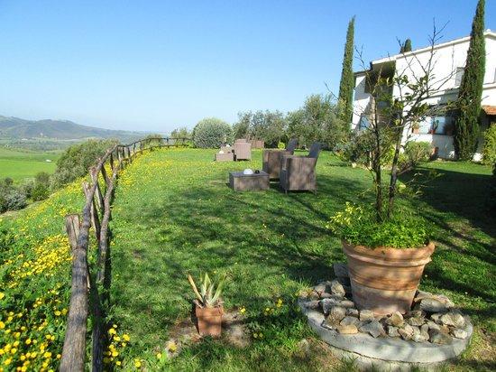 Quercia Rossa Farmhouse: il giardino....