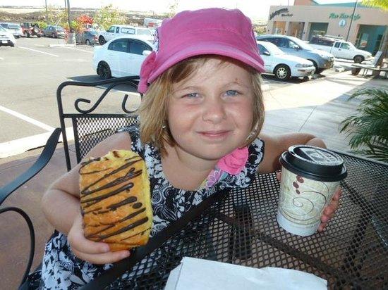 Kona Mountain Coffee Vistor Center: fresh pasteries kick butt