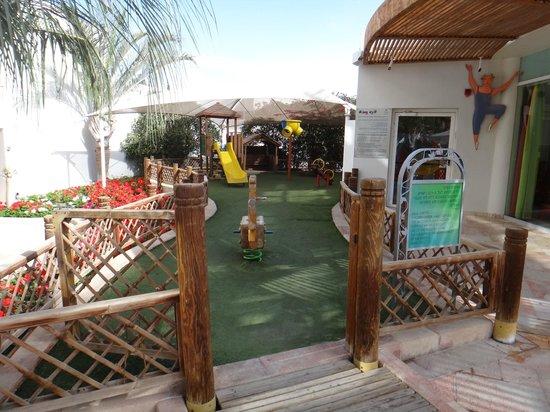 Isrotel Royal Garden : Детская площадка возле миниклуба