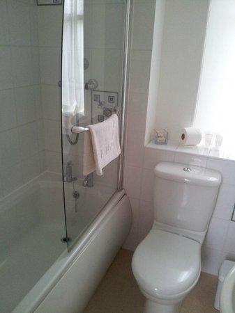 Eskdale Hotel : Spacious clean bathroom