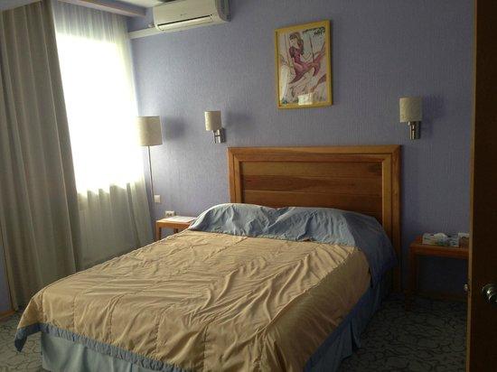 Hotel Avanta: кровать