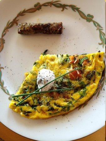 Chanticleer Vineyard Bed and Breakfast: beautiful delicious breakfast
