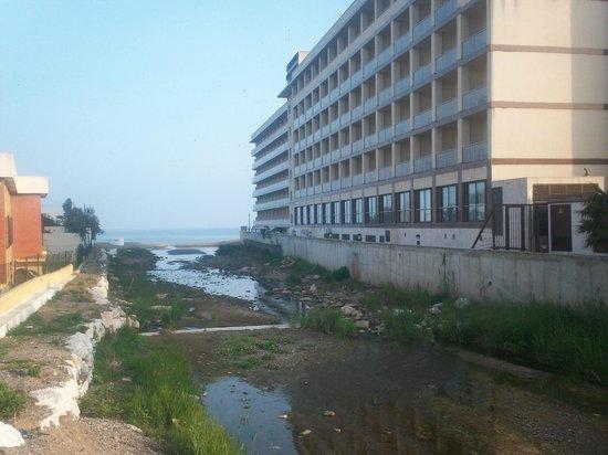 VIK Gran Hotel Costa del Sol: canalisation tombe dans l'eau de mer