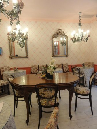 Peer Guest House: dining room