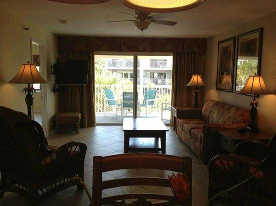 Sand Pebble Resort: Living room unit #101