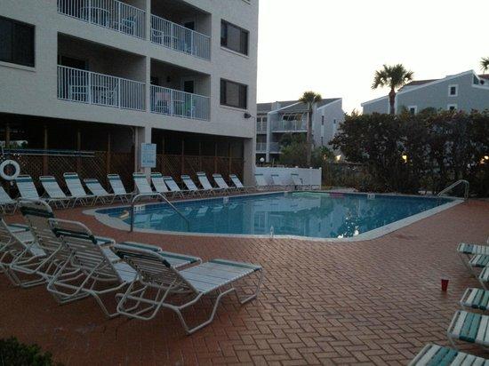 Sand Pebble Resort: Pool area