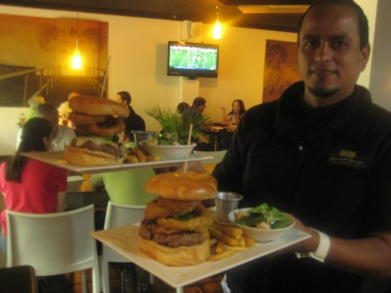 Photo of American Restaurant Gourmet Burger Company at Calle La Reforma #232, San Salvador, El Salvador