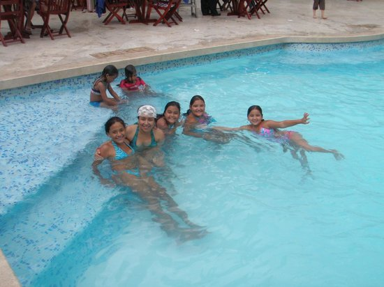 Hotel Barranquilla Plaza: HANGING OUT AT THE POOL IN BARRANQUILLA PLAZA