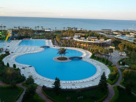 Miracle Resort Hotel: Poollandschaft aus Zimmer 2744