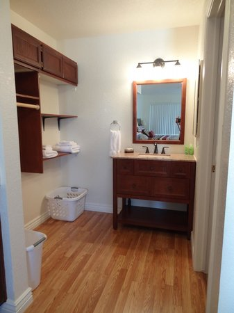 Shangri La River Suites Motel: New bathroom vanity