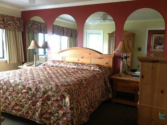 Sand Pebble Resort: Master bedroom in #308