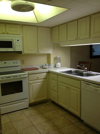 Sand Pebble Resort: Kitchen in unit #308