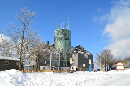 Berggasthof Kahler Asten: Sneeuw met blauwe lucht, wat een mooie omgeving