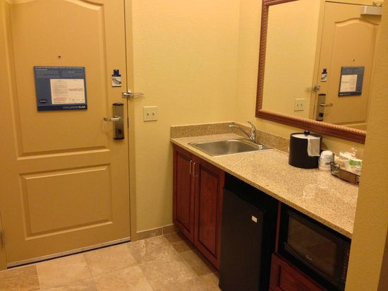 Hampton Inn & Suites Rochester - North : entry way with fridge, sink, and microwave
