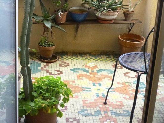 Abitazione Pigneto : Door from my room to balcony.
