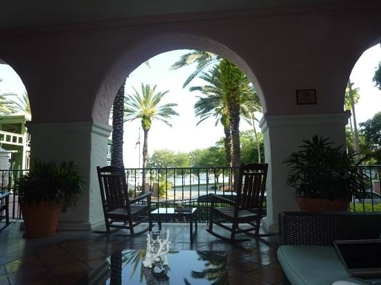 The Vinoy Renaissance St. Petersburg Resort & Golf Club: Sitting on the veranda at the Vinoy
