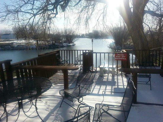 Rodeway Inn Grand Island : View of the fishing lake from the back deck of the Rodeway Inn
