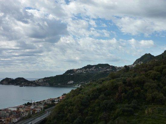 Hotel Antares: Blick vom Zimmer nach Taormina