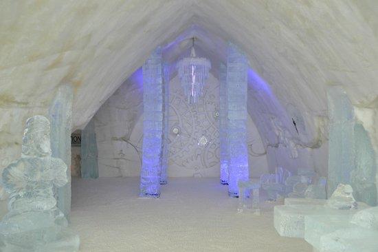 Hôtel de Glace : Un candelabro y columnas de hielo