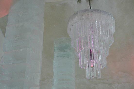 Hotel de Glace: Un hermoso candelabro de hielo