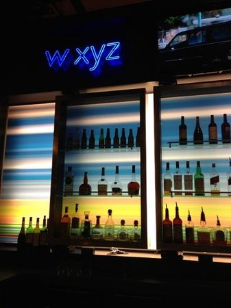 Aloft Lexington: bar serves food until 11:30 pm