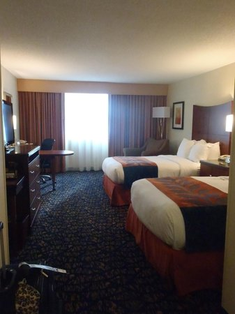 DoubleTree by Hilton Nashville-Downtown: Room 337, Best beds in the world!!