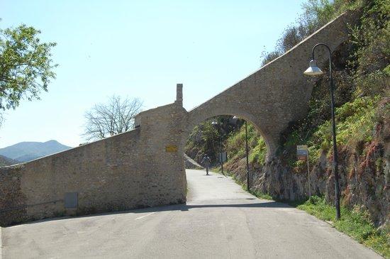 Spoleto, Italy: Accesso alla passeggiata dal Ponte