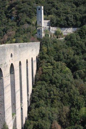 Spoleto, Italy: Ponte ed accesso