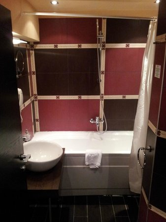 Hotel Leipzig: Bathroom - looks like it's from the Ann Summers catalogue