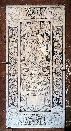 Chiesa di San Pancrazio : Altra lapide sul pavimento