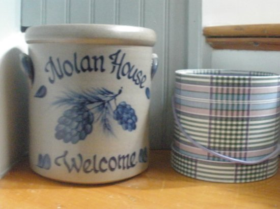Nolan House B&B: Adorable little knick-knacks that add to the house's charm and character!