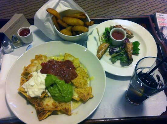 DoubleTree by Hilton London Heathrow: Some nachos, teryaki skewers and a bowl of chips from the  room service menu.