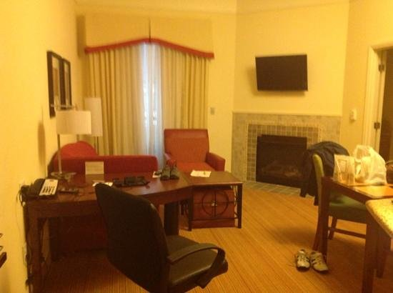 Residence Inn Birmingham Downtown at UAB: View from front door to living and dining area