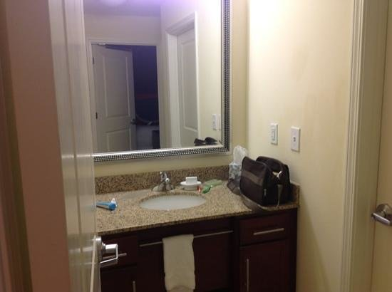 Residence Inn Birmingham Downtown at UAB: Sink area