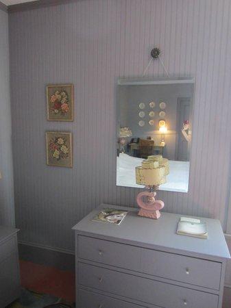 The Porches Inn at MASS MoCA: room