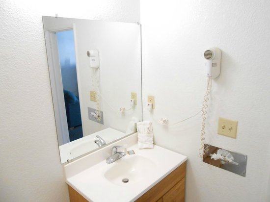 Knights Inn Sierra Vista: Bathroom