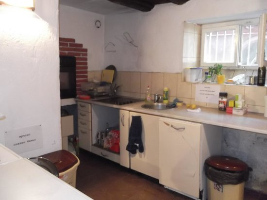 Hostel Mostel: kitchen