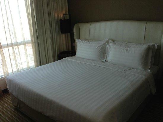Hatten Hotel Melaka: King size bed