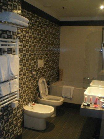 BEST WESTERN Art Hotel Noba: Bathroom