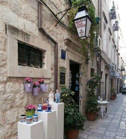 Kokula Art and Craft Shop: Dordiceva 6, Old Town Dubrovnik