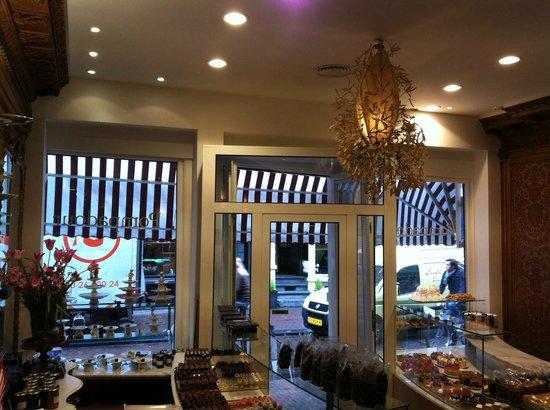 Chocolaterie Pompadour: A view of the shop.